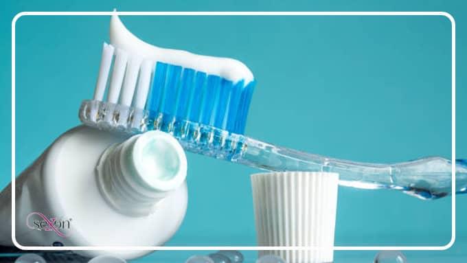 خمیر دندان پاک کننده لکه روی لباس