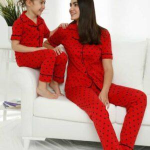تیشرت و شلوار بچگانه قرمز خالدار دکمه ای