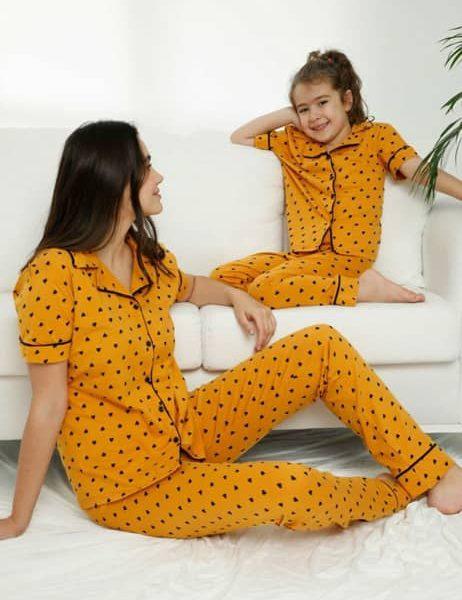 تیشرت و شلوار بچگانه زرد خالدار دکمه ای